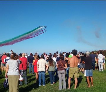 Le Frecce Tricolori sorvolano le spiagge più belle della Sicilia
